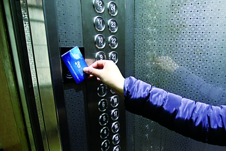 电梯刷卡.jpg